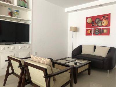 Apartamento de dos dormitorios totalmente reciclado en Punta Del Este.
