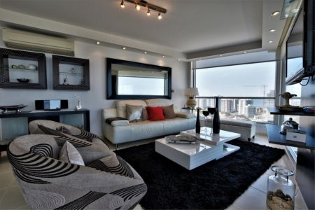 Apartamento de 3 dormitorios en Venta y Alquiler temporario, Playa Mansa. Punta del Este