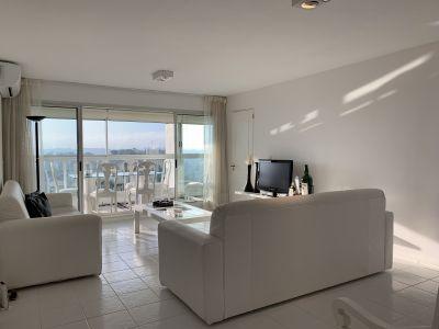 Apartamento en venta en Playa Mansa +oportunidad +2 dormitorios y servicio