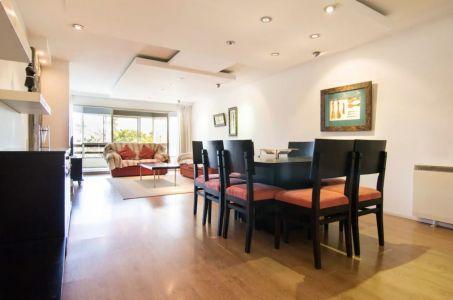 Excelente apartamento de tres dormitorios y servicio en Venta