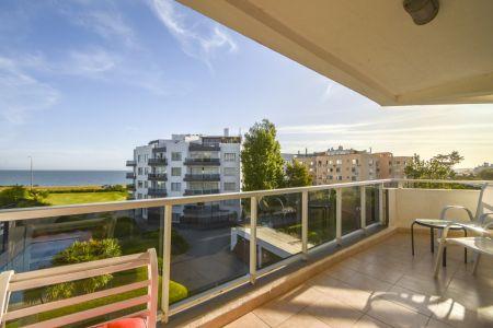 Excelente Apartamento de Tres Dormitorios frente al Mar - Punta del Este