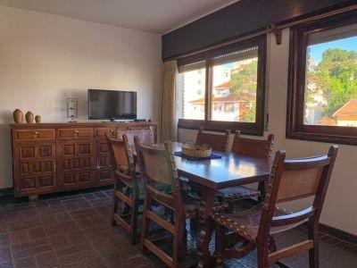 Apartamento de Dos Dormitorios en Venta - Península - Punta del Este