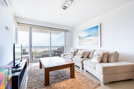 Apartamento de Tres dormitorios en suite en Venta con Vista el Mar en Primera Línea Playa Brava