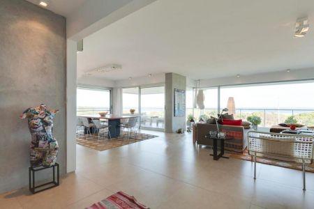 Excelente Apartamento de Cinco dormitorios en Suite en Venta en primera línea Playa Brava