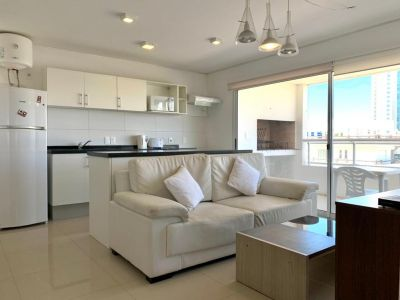 Apartamento de Dos Dormitorios en Venta - Punta del Este