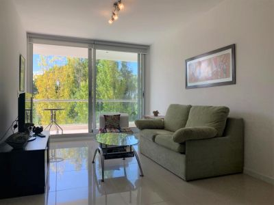 Moderno apartamento de Dos Dormitorios en Venta - Punta del Este