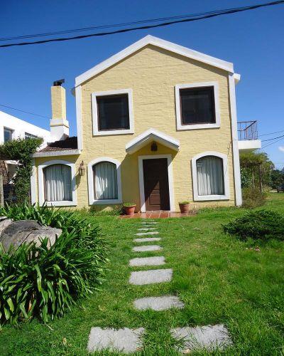 Muy linda casa en el centro de La Barra