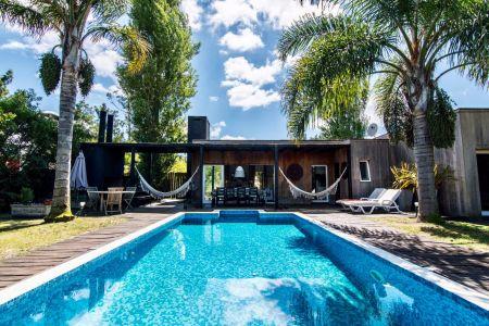 Casa en Barrio Privado Punta del Este, consulte!