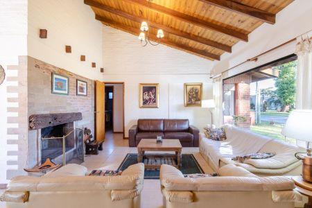 Muy linda casa en Venta en Playa Mansa + Punta del Este cuatro dormitorios