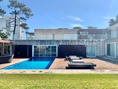 Casa Moderna en Venta Playa Mansa Punta del Este