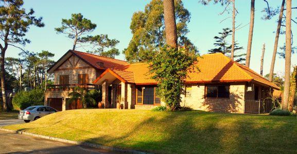 Excelente casa en Venta y/o alquiler anual y temporario en Playa Mansa, Punta del Este