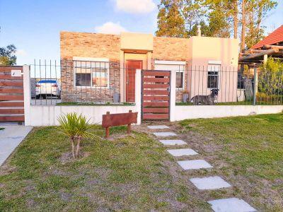 Muy Buena Casa de Tres Dormitorios con Piscina