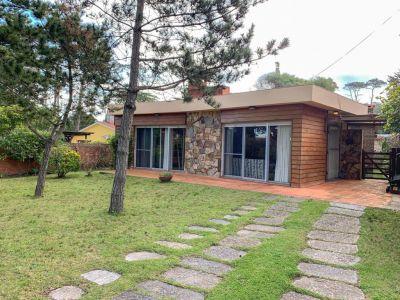 Casa de Tres Dormitorios en San Rafael - Venta