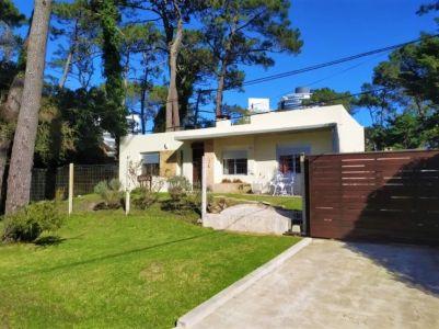 Oportunidad en Venta - Moderna Casa de Tres Dormitorios San Rafael