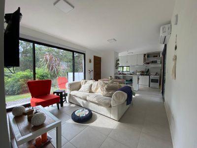 Casa en Pinares, a 3 cuadras del mar, zona ideal para vivir todo el año
