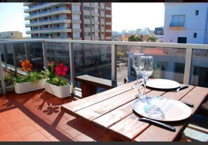 Apartamento de 1 dormitorio con terraza y cochera propia