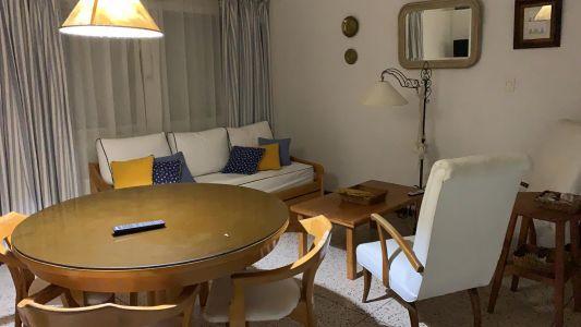 Hermoso apartamento a dos cuadras de la playa mansa, y a dos de la playa brava .